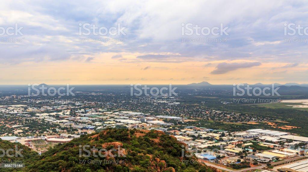 Luftaufnahme des rasch ausgedehnte Gaborone Stadt breitet sich über die Savanne, Gaborone, Botswana, Afrika, 2017 – Foto