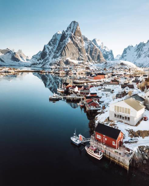 Vista aérea do Reine na Noruega - foto de acervo