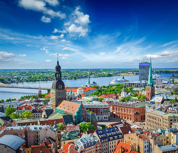 aerial view of riga center from st. peter's church, latvia - 拉脫維亞 個照片及圖片檔