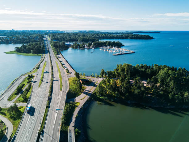 flygfoto över vägen ovanför en sjö - drone helsinki bildbanksfoton och bilder