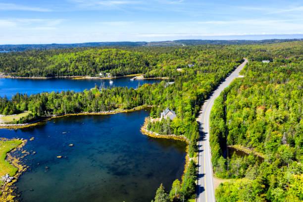 Luftaufnahme der Straße im Wald, Nova Scotia, Kanada – Foto
