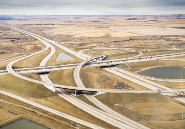 luftaufnahme des ländlichen autobahn austausch - kanada rundreise stock-fotos und bilder