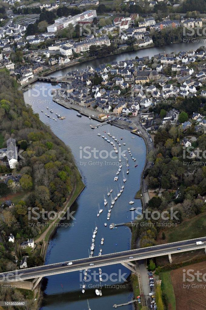 Vue aérienne de saint-Goustan avec la rivière d'Auray - foto de stock