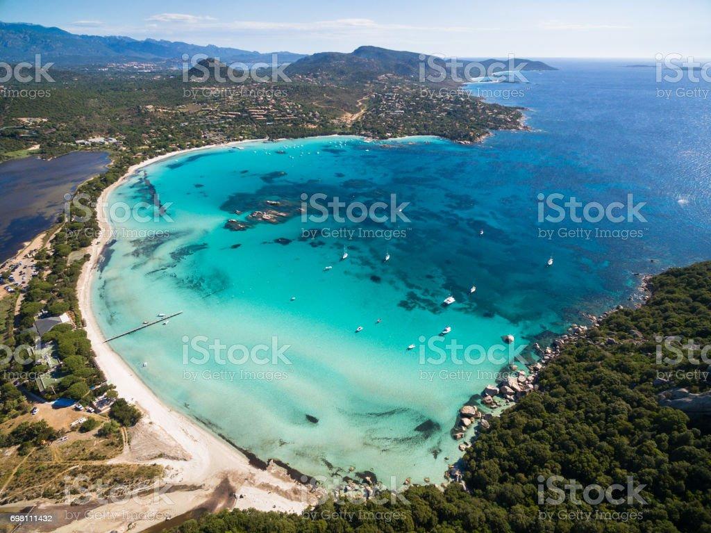 Vista aérea de la playa de Santa Giulia en la isla de Córcega en Francia - foto de stock