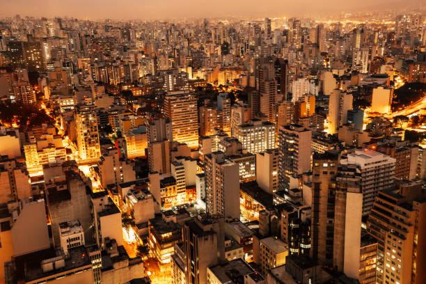 Luftaufnahme von Sao Paulo, Brasilien bei Nacht – Foto