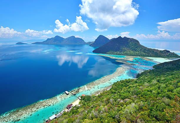 aerial view of scenic tropical island, bohey dulang - maleisië stockfoto's en -beelden