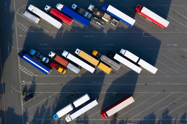 Luftaufnahme von Semi Trucks – Foto