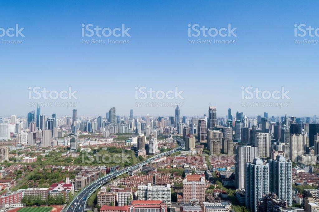 上空からの眺めは上海都市の景観 - バイパスのロイヤリティフリーストックフォト