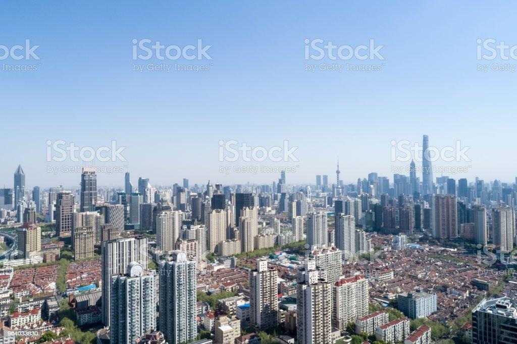 上空からの眺めは上海都市の景観 - ファイナンスのロイヤリティフリーストックフォト