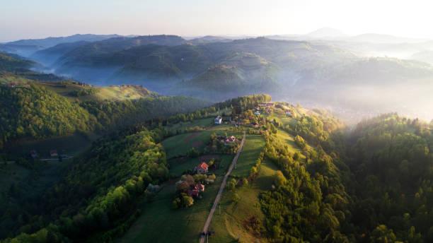 transylvania, 루마니아에서의 항공 보기 - 카르파티아 산맥 뉴스 사진 이미지