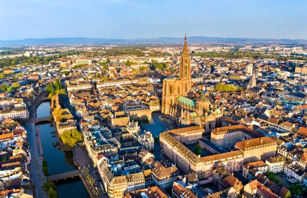 Luftaufnahme der Straßburger Kathedrale im Elsass, Frankreich – Foto