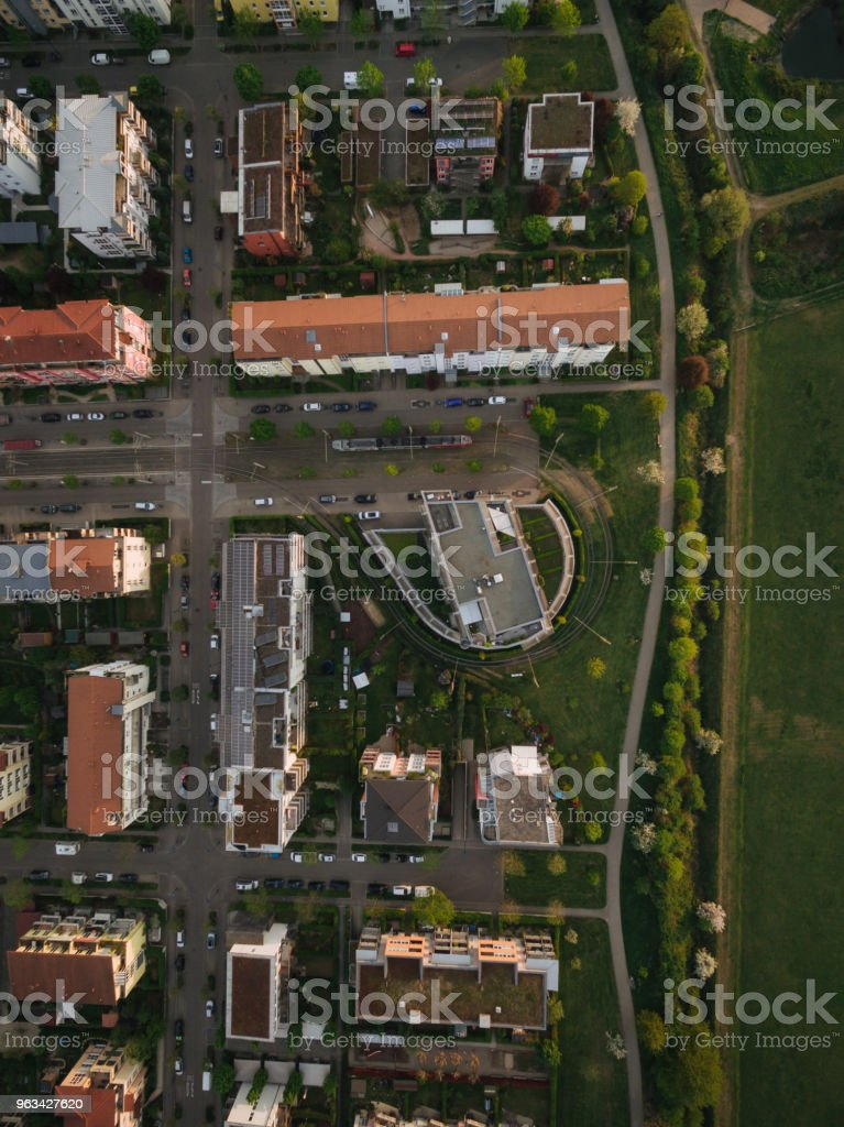 Flygfoto över gatorna i modern europeisk stad, Kiev, Ukraina - Royaltyfri Arkitektur Bildbanksbilder