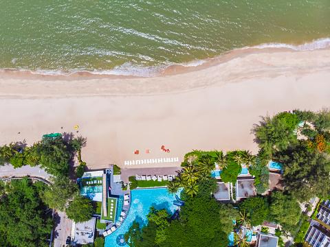 Luchtfoto Van Zwembad Met Zee En Strand Stockfoto en meer beelden van Blauw