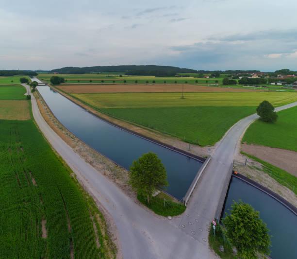 luftaufnahme von den alzkanal - burghausen stock-fotos und bilder