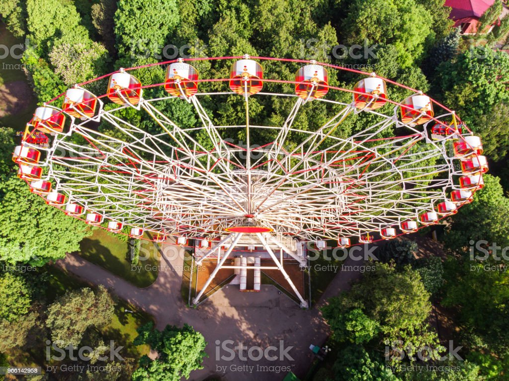 aerial view of the amusement park with ferris wheel - Стоковые фото Аттракцион карусель роялти-фри