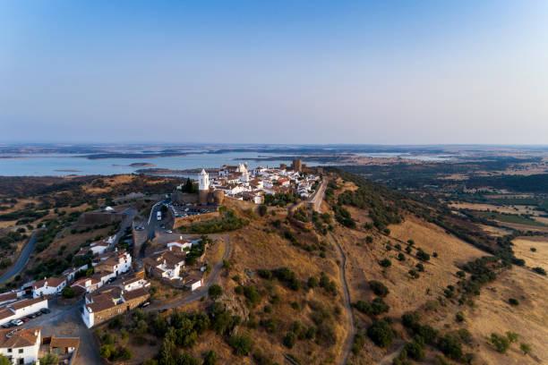 aerial view of the beutiful historical village of monsaraz, in alentejo - fotos de barragem portugal imagens e fotografias de stock