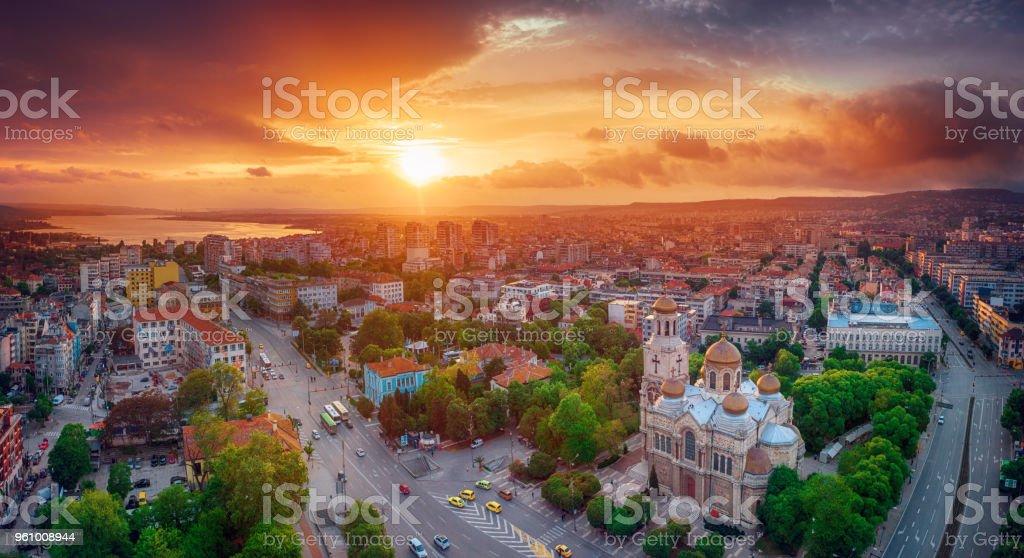 Luftbild von der Kathedrale Mariä Himmelfahrt in Varna - Lizenzfrei Architektur Stock-Foto