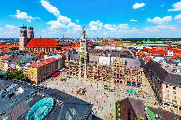 aerial view of the city hall at the marienplatz in munich, germany - marienplatz foto e immagini stock