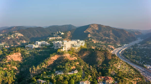 aerial view of the getty center in brentwood, los angeles in the morning sun - getty zdjęcia i obrazy z banku zdjęć