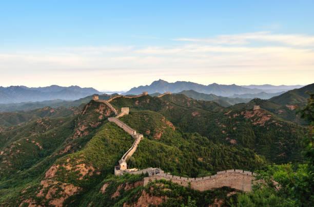 luftaufnahme der großen mauer am morgen, china - chinesische mauer stock-fotos und bilder