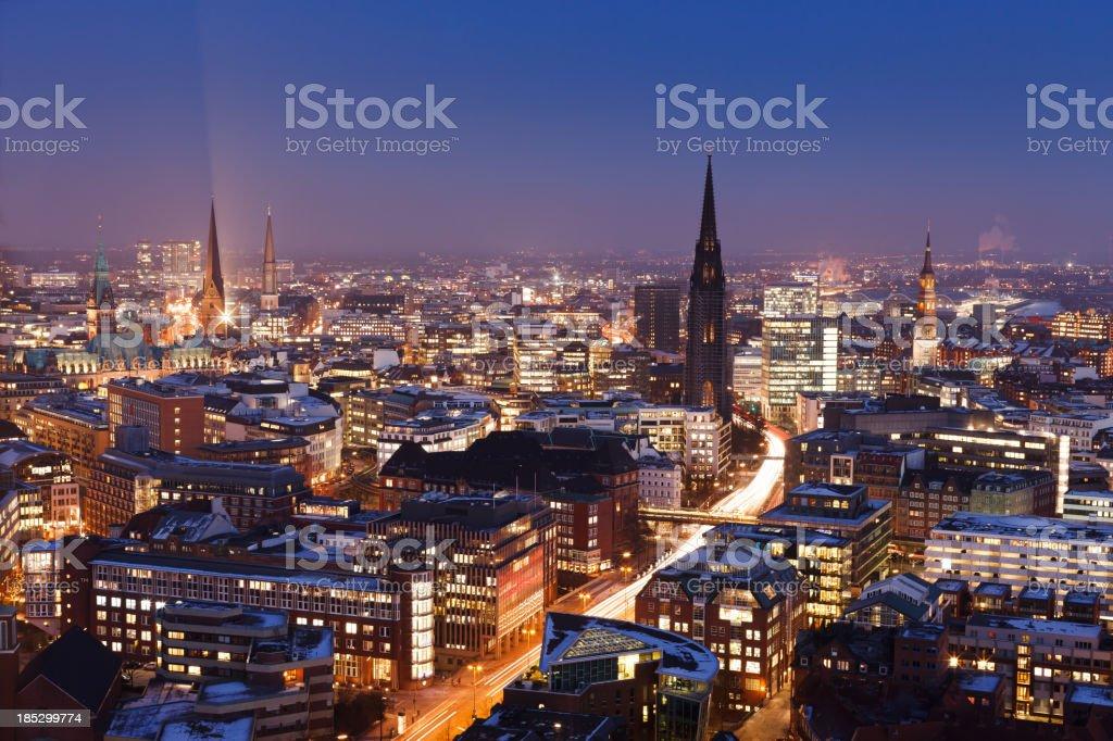 Hamburger skyline bei Sonnenuntergang, Blick auf die Stadt – Foto