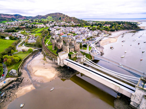 Luftbild von der historischen Stadt von Conwy mit seiner mittelalterlichen Burg - Wales - Vereinigtes Königreich – Foto