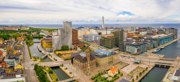 utsikt över malmö gamla stan i sverige. - malmö bildbanksfoton och bilder