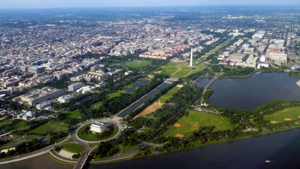 vista aérea del national mall en washington, d.c. - washington dc fotografías e imágenes de stock