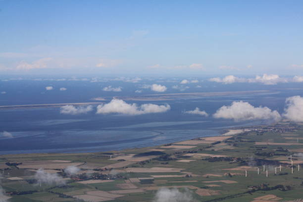luftaufnahme der nordseeküste - urlaub norderney stock-fotos und bilder