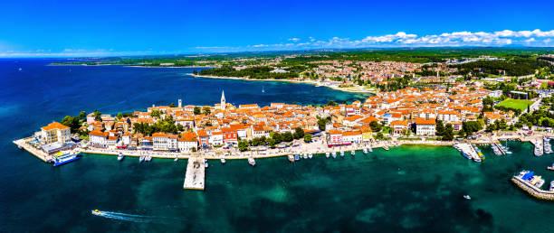 Luftaufnahme der Altstadt von Porec in Kroatien – Foto