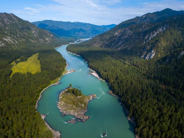 aerial view of the rapid river of katun - państwowy rezerwat przyrody altay zdjęcia i obrazy z banku zdjęć