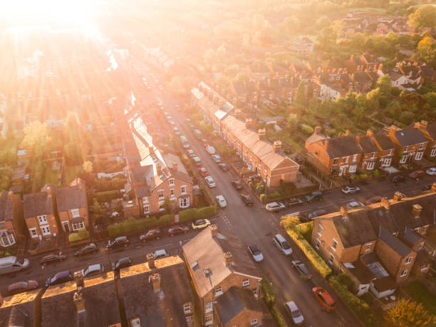 Aerial view of the sun setting over a cross roads in a traditional UK suburb - foto stock