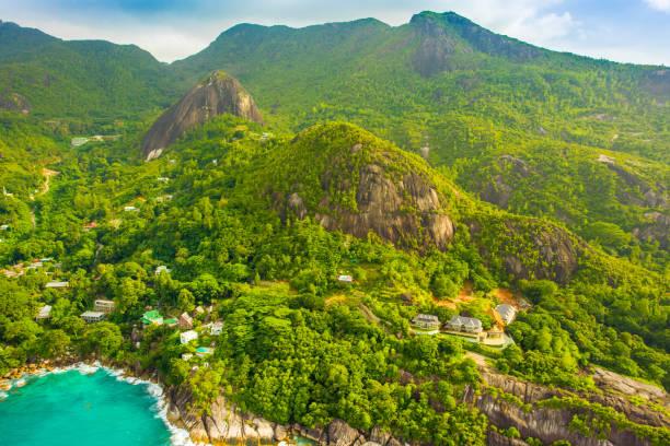 열 대 마헤 섬과 아름 다운 석호의 공중 보기 - 마헤 섬 뉴스 사진 이미지