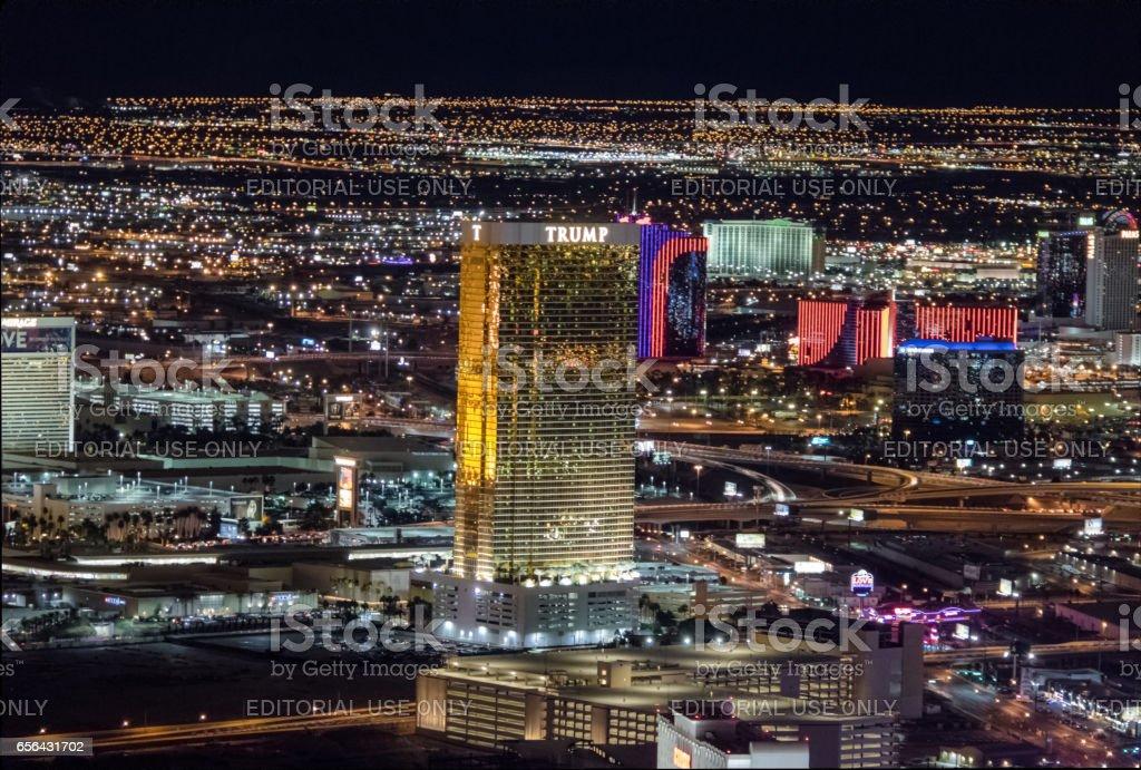 Vista Aérea Del Strip Las: Vista Aérea Del Hotel Trump En La Noche Las Vegas Nevada