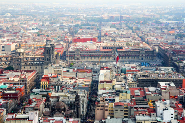 vista aérea del zócalo de la ciudad de méxico - gerardo huitrón fotografías e imágenes de stock