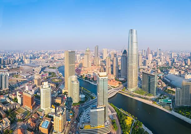 Luftbild von tianjin den Fluss Hai He mit Wolkenkratzern – Foto