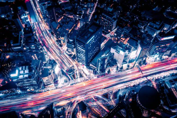 夜東京を高速道路の空撮 ストックフォト