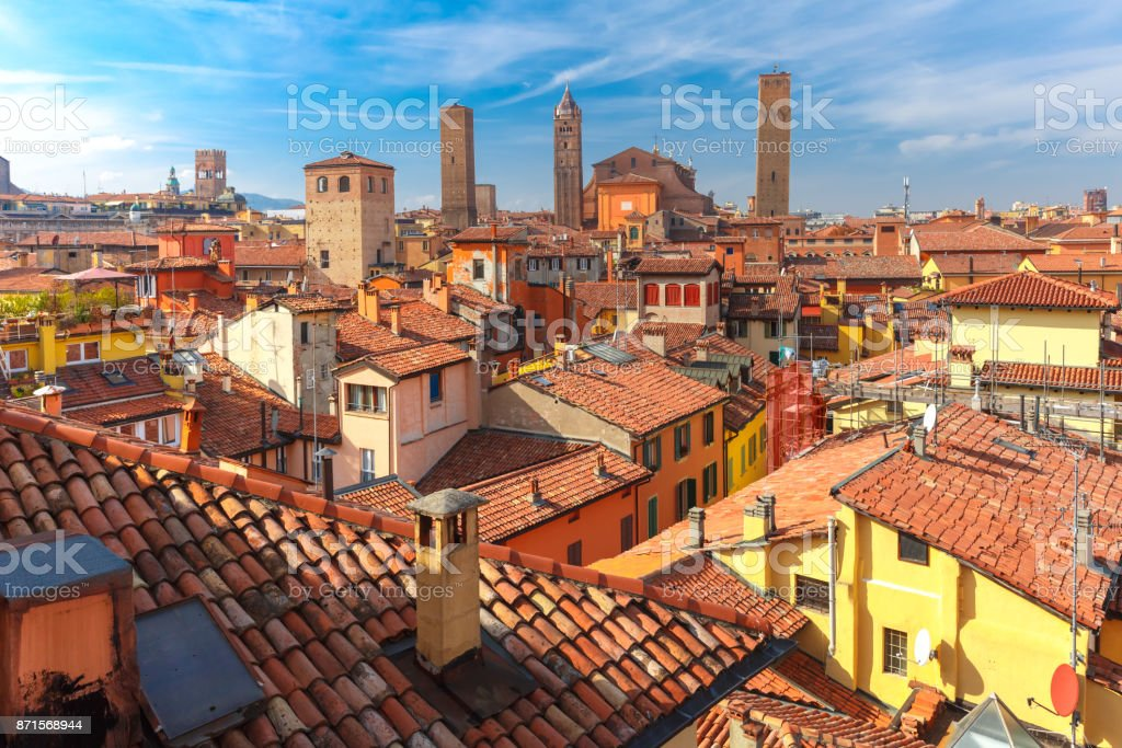Aerial view of towers and roofs in Bologna, Italy – zdjęcie