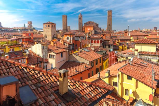aerial view of towers and roofs in bologna, italy - bolonia zdjęcia i obrazy z banku zdjęć