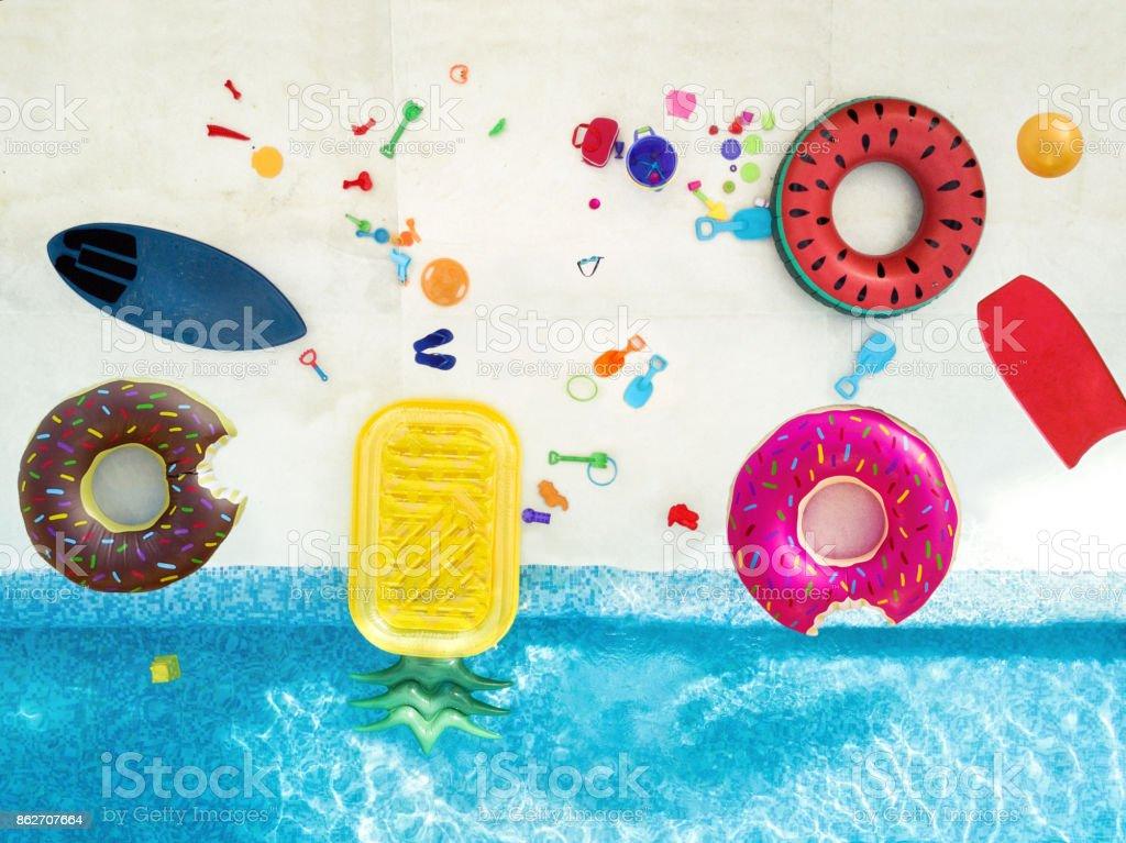 Luftaufnahme von Spielzeug im pool – Foto