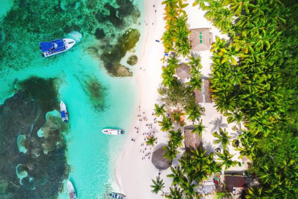 Luftaufnahme des tropischen Strandes. Saona Insel, Dominikanische Republik – Foto