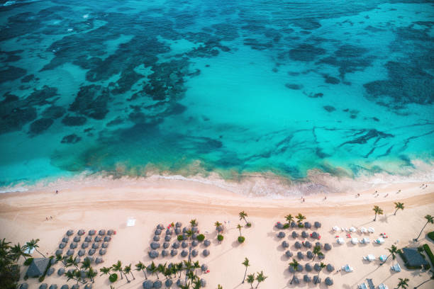 Luftaufnahme des tropischen Inselstrandes, Dominikanische Republik – Foto