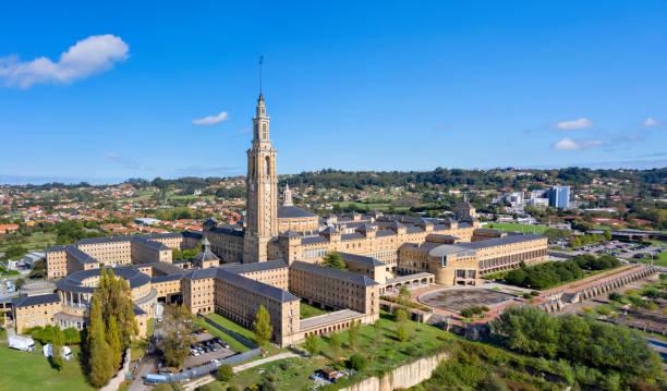Luftaufnahme der Universidad Laboral de Gijon – Foto