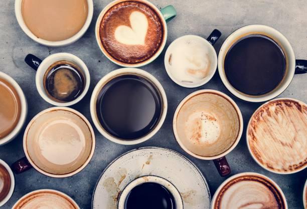 luftaufnahme von verschiedenen kaffee - coffee shop stock-fotos und bilder
