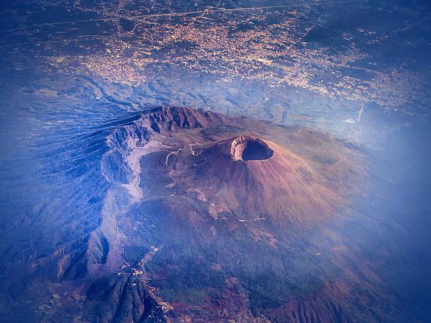widok z lotu ptaka na wulkan etna - wulkan czynny zdjęcia i obrazy z banku zdjęć