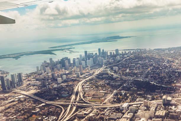 Luftbild von Wynwood und North Bay Village, mit Miami Beach. Florida, USA – Foto