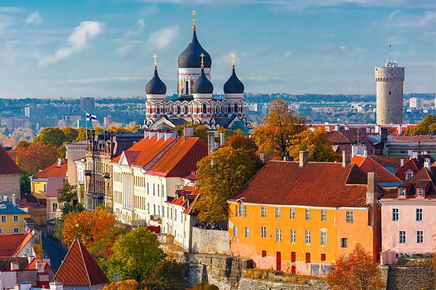 aerial view old town, tallinn, estonia - oude stad stockfoto's en -beelden
