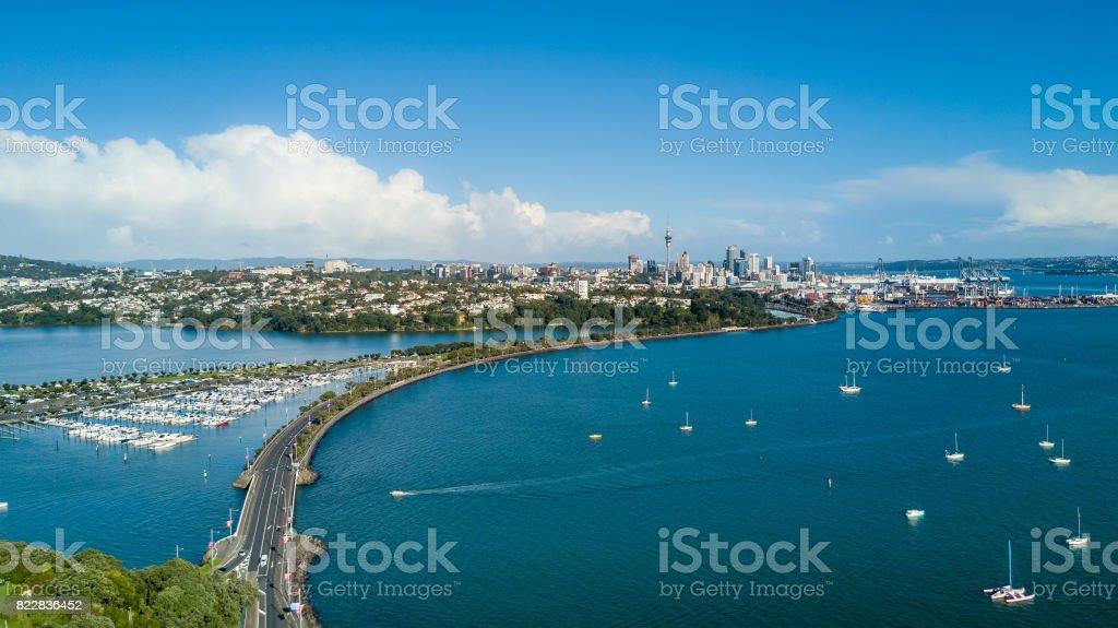 Blick auf Auckland Stadtzentrum über Waitemata Harbour. Neuseeland – Foto