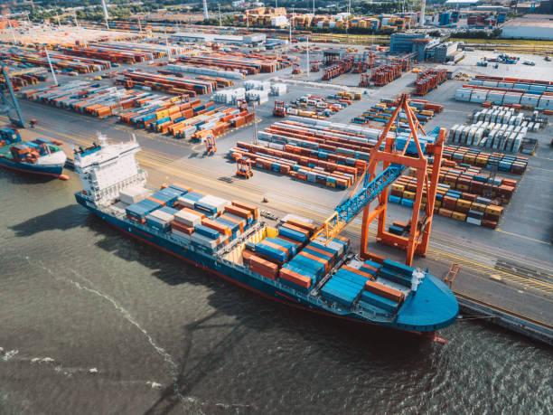 Luftaufnahme auf Cargo Kran Container Terminal – Foto