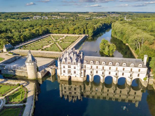 Luftbild auf Schloss Chenonceaux bei Sonnenuntergang im Loire-Tal, Frankreich – Foto